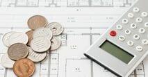 a住宅ローンは変動金利、固定金利のどちらがいい? 借入額4000万円でシミュレーションすると、 変動金利の支払い増加リスクは最大900万円以上!