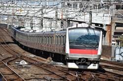 浦安駅を走る京葉線