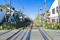 【東京都】世田谷線 宮の坂駅の踏切(出典:PIXTA)