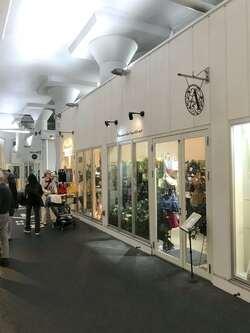 高架下にオープンした「ものづくり街2k540 AKI-OKA ARTISAN」は、秋葉原駅〜御徒町駅間にある商業ストリート施設。運営はジェイアール東日本都市開発。