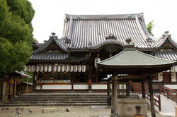 あびこ駅の西側にあるあびこ観音寺(出典:PIXTA)