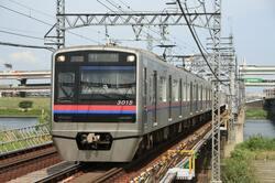 東中山駅、船橋競馬場駅を走る京成電鉄(出典:PIXTA)