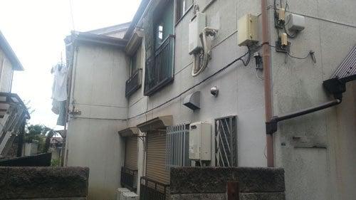 東京都新宿区の木造2DK×4部屋のアパート。再建不可ということもあり、利回り15%で購入