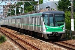 東京メトロ千代田線が走る様子