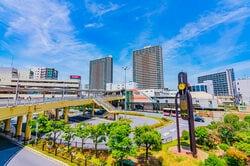 大阪 高槻駅前風景(出典:PIXTA)