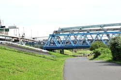 小菅駅近くの荒川橋梁(出典:PIXTA)
