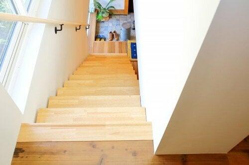 独立階段の間取りなら玄関からリビングを通らずに階段を上ることができる