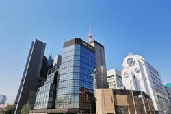 オフィスビルが立ち並ぶ麹町・半蔵門交差点付近の様子(出典:PIXTA)