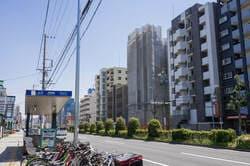 妙音通駅前の風景(出典:PIXTA)