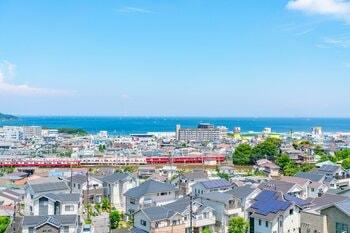 横須賀中央駅周辺は住宅地が広がっている