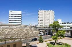 刈谷駅を駅前広場「みなくる広場」から望む(出典:PIXTA)
