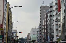 ビルが立ち並ぶ信濃駅周辺