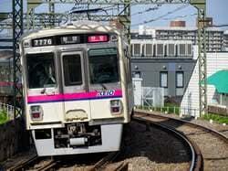 京王線調布駅で特急に乗り換えできる(出典:PIXTA)
