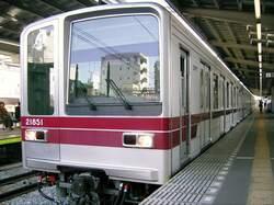 牛田駅に停車する伊勢崎線